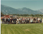 Photo of a large group in front of Rocky Mountain Laboratory, Hamilton, Montana